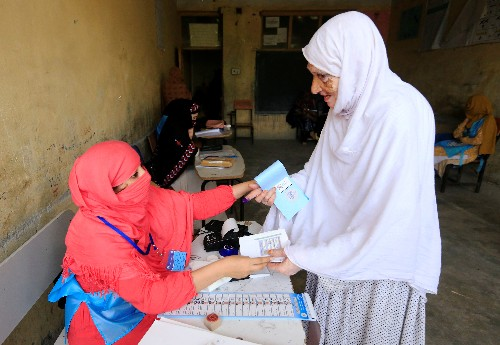 Afghan presidential election extended two hours: election official