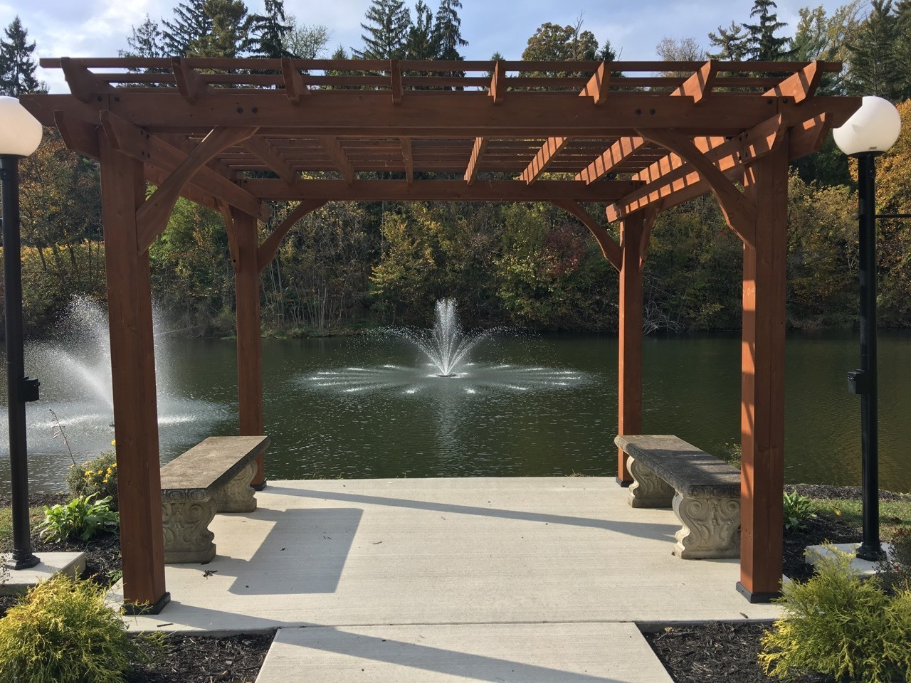 Lake fountain at a wedding venue in Greensburg PA