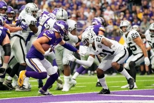 Vikings' ground game bulldozes Raiders in rout