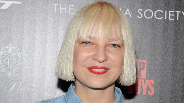 Sia this is sia before she decided to stop showing her face