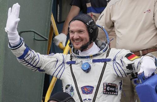 Astronaut drops in on Kraftwerk gig, plays duet from space