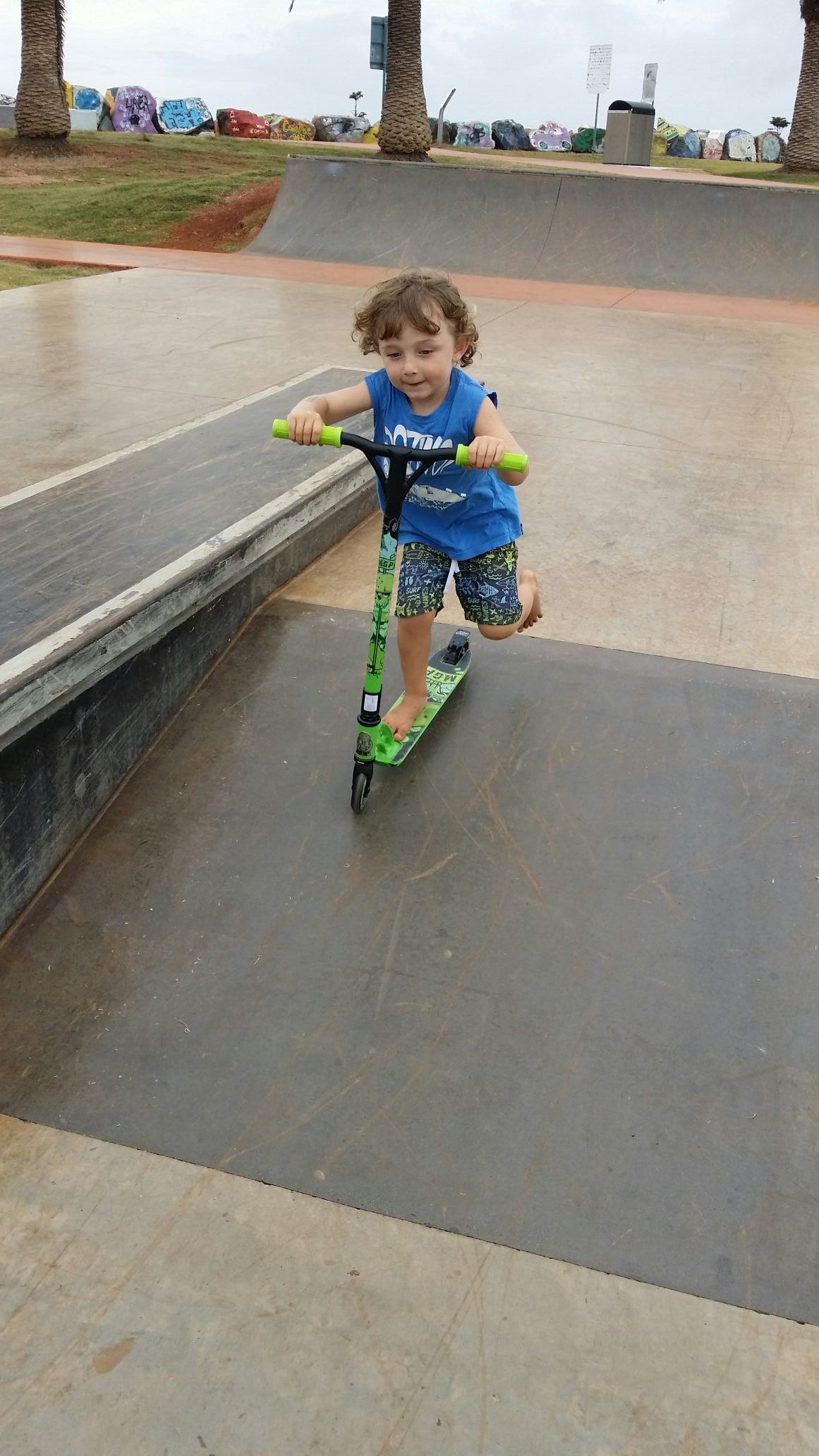 Little skater dude at the skate park with his xmas pressie...happy xmas
