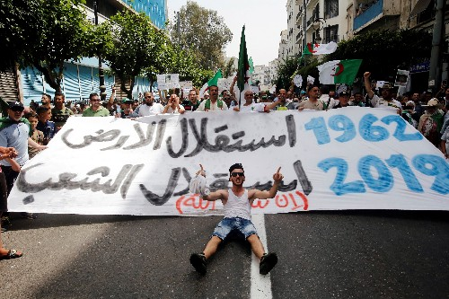 Algerian protesters keep up pressure on country's rulers