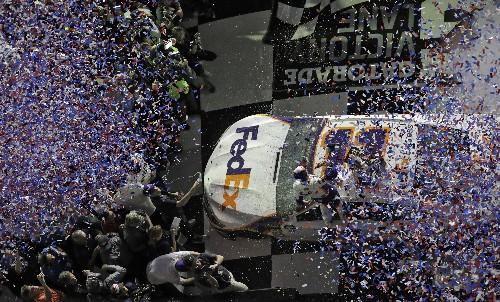 Denny Hamlin cruises to 2nd Daytona 500 victory in 4 years