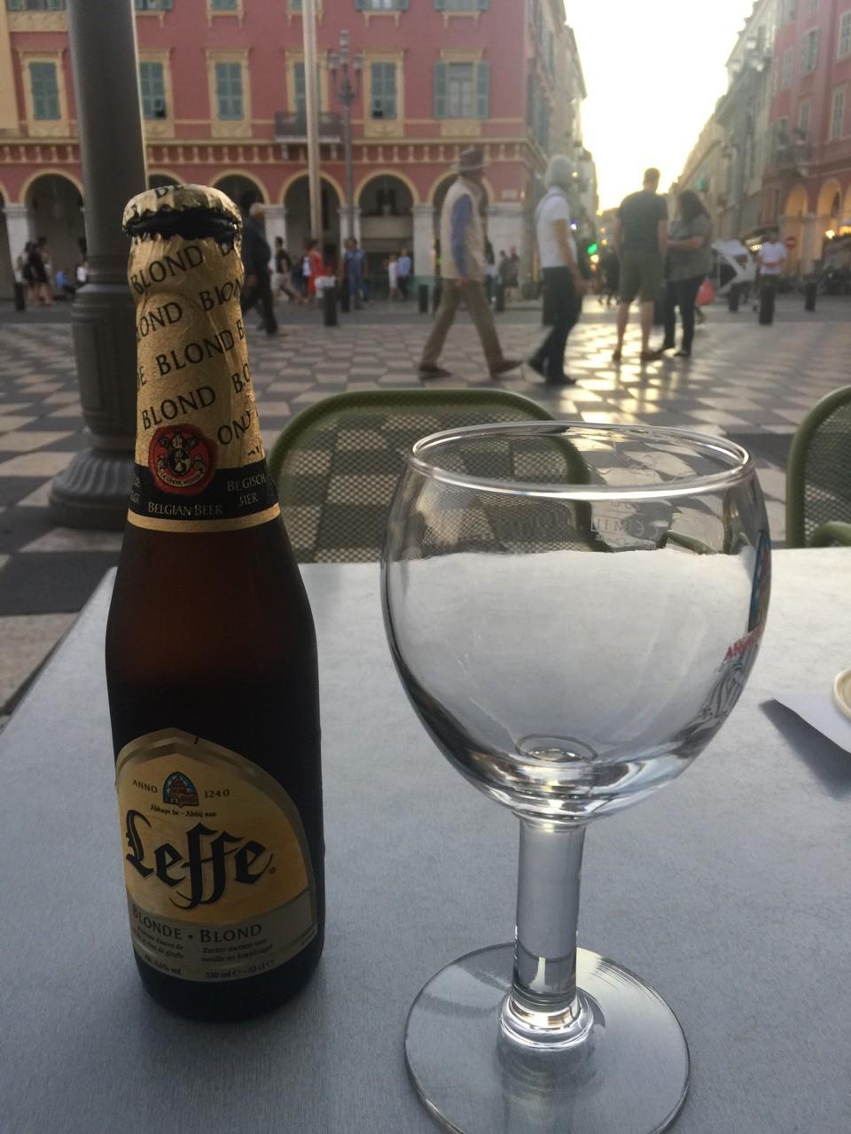 Une bonne bière bien méritée... promenade longue et ...