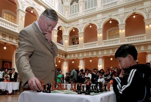 Russian chess legend Anatoly Karpov unable to get U.S. visa, friend says