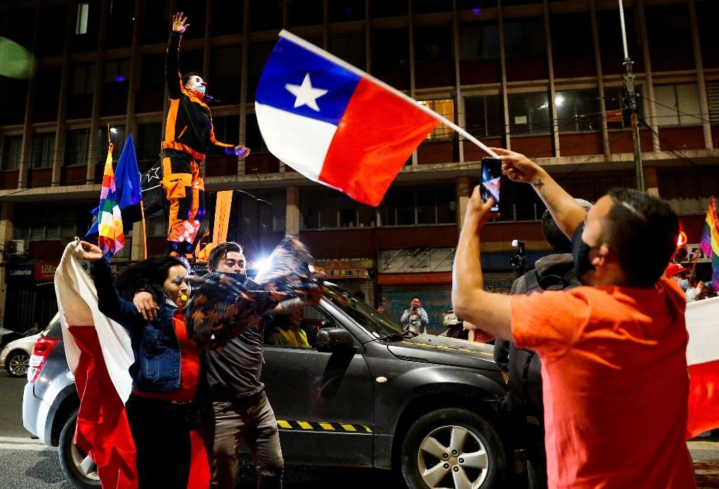 Zehntausende Chilenen feiern Entscheidung für neue Verfassung