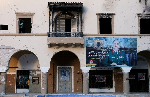 Libyans fear showdown as eastern commander eyes capital