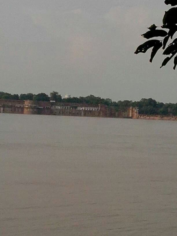 Allahabad fort and the flooded Yamuna....