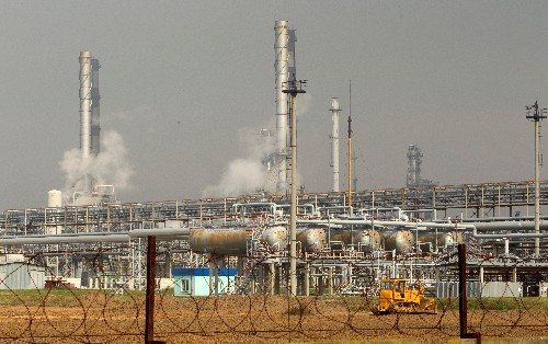 Tainted oil hits Russian revenues but rouble immune for now