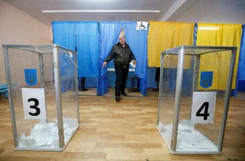 В надежде на перемены украинцы могут выбрать президентом комедийного актера