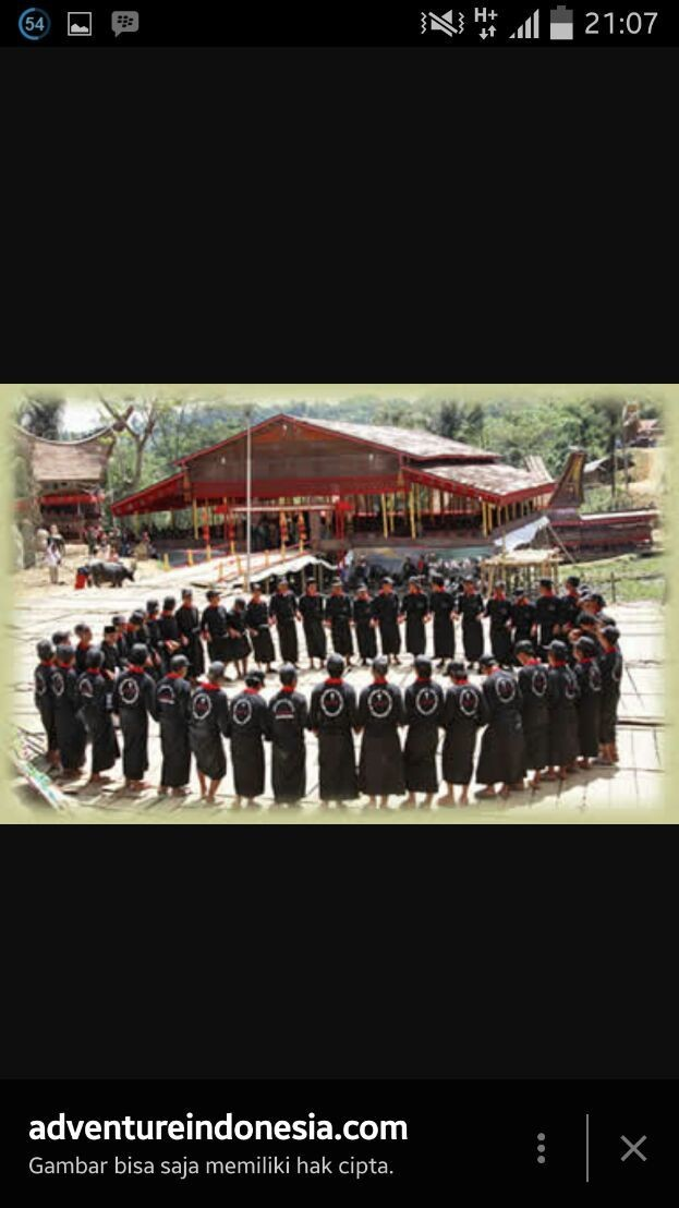 soulful and dramatic traditional song of Toraja. Presenting and honouring the dead people.