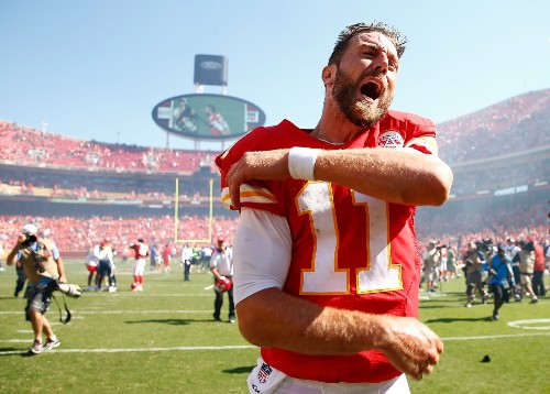 Upsets, Late Heroics and Flags: NFL Week 1 in Pictures