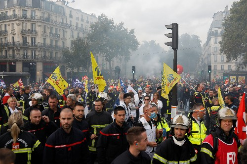 French police teargas protesting firefighters in Paris