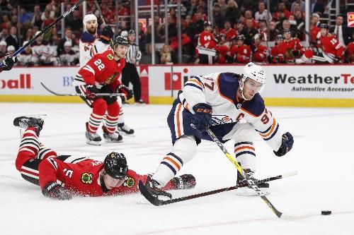Blackhawks' first win ends Oilers' unbeaten run
