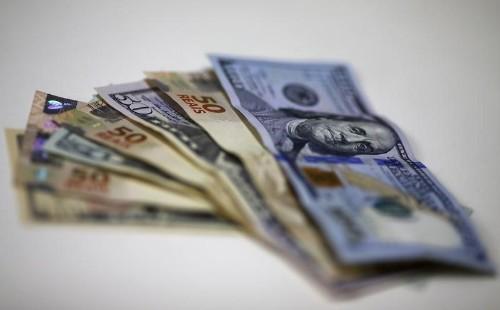 Dólar sobe e volta a R$3,10 com fluxo pontual de compra e exterior