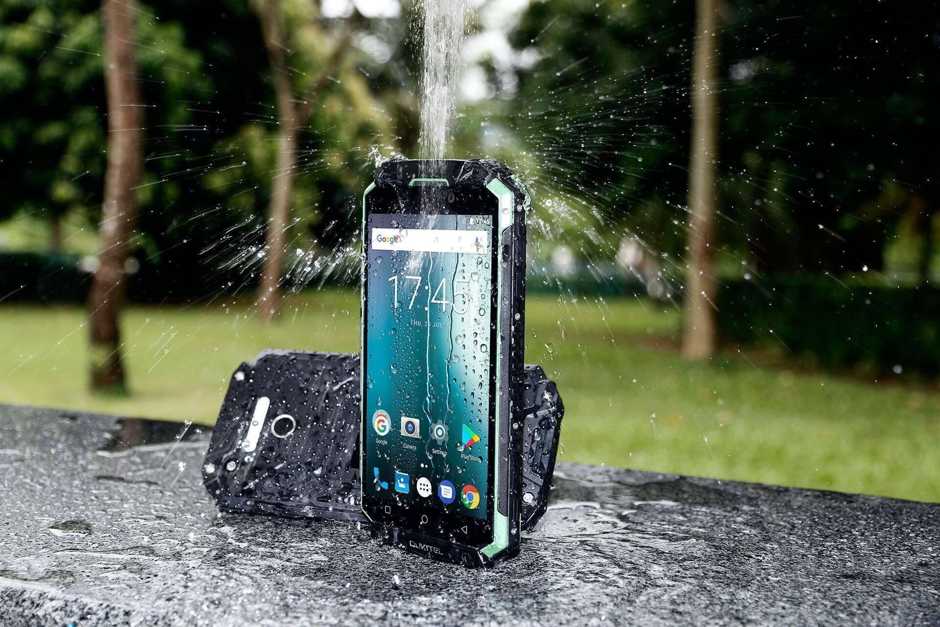 Что будет, если бросить смартфон в водопад?
