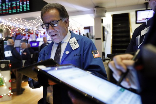 US stocks edge higher as Wall Street watches for trade news
