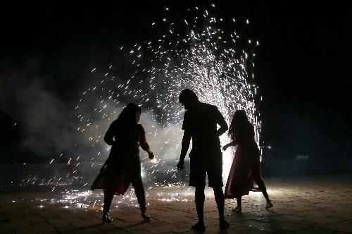 ألعاب نارية في مهرجان هندوسي ترفع مستوى التلوث في نيودلهي