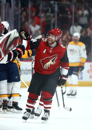 Coyotes G Kuemper stops Predators, makes franchise history