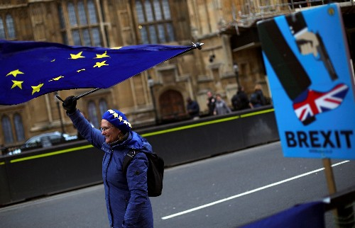Hundreds of thousands march in London to demand new Brexit referendum