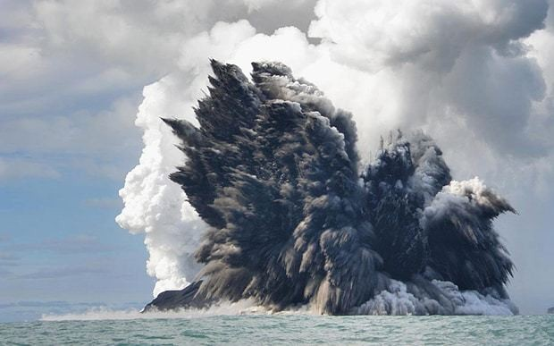 Underwater Pacific volcanic eruption cancels international flights
