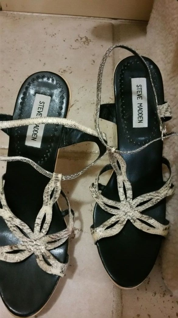 Steve Madden snake leather slightly used size 10. very sexy thin ankle strap