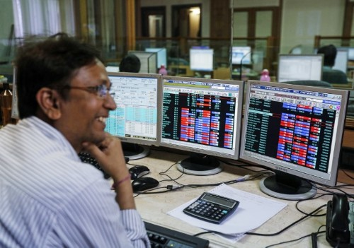 Nifty, Sensex close higher, banking stocks shine