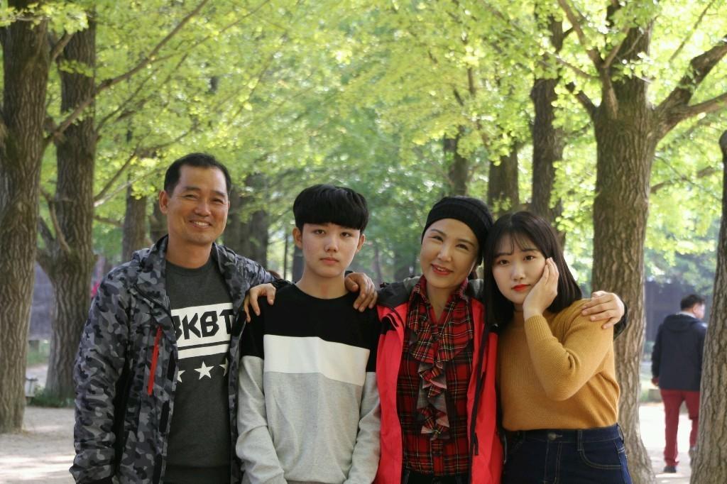 가족이랑 cover image