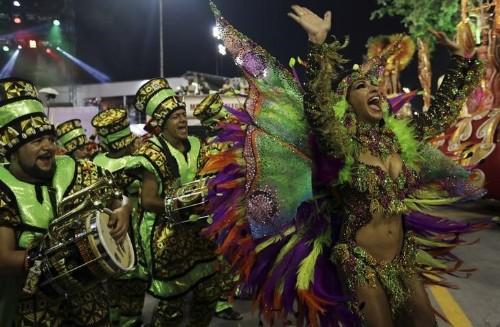 Brasil sigue festejando el Carnaval pese a alerta sanitaria por virus de Zika
