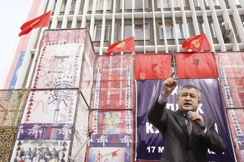 احتجاز زعيم المعارضة في قرغيزستان قبل حملة انتخابات الرئاسة