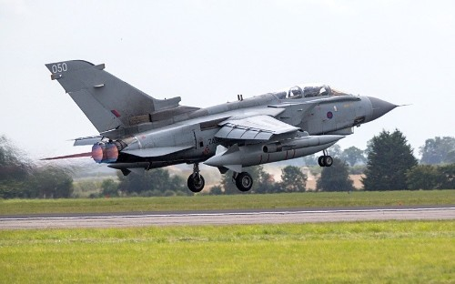 British air strikes on Iraq in hours after MPs vote for action
