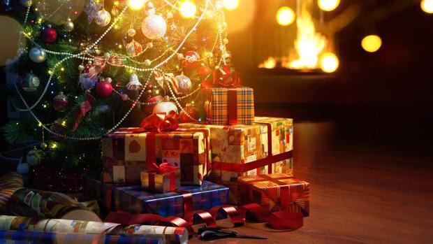Navidad y economía La Navidad es la época del año que concentra el mayor gasto de bebidas alcohólicas, carne y pescado. La Navidad es la época del año que concentra las compras más importantes de bebidas alcohólicas, carne y pescado, entre otros productos, mientras que el ahorro de la 'cuesta de enero' provoca las mayores compras de productos económicos como aves, huevos, pastas, arroces y legumbres secas.