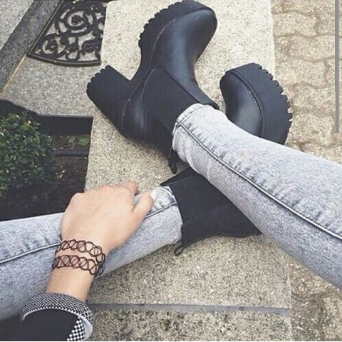 This so perfect! I think black shoes be perfect.
