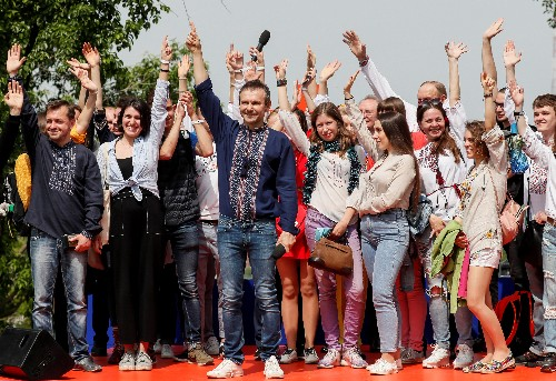 Ukraine rock star sets up party ahead of parliamentary elections
