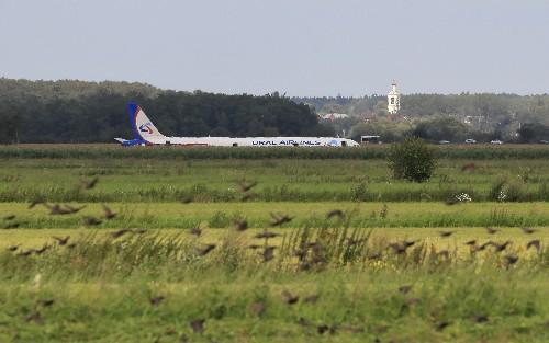 Kremlin hands top state honors to pilots after crash-landing