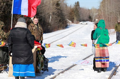 Trudeau says rail blockades must end, indigenous protesters remain defiant