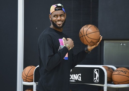 NBA notebook: Lakers hope to add third star