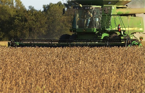 Deere, hit on both sides of trade war, posts weak 1Q earns