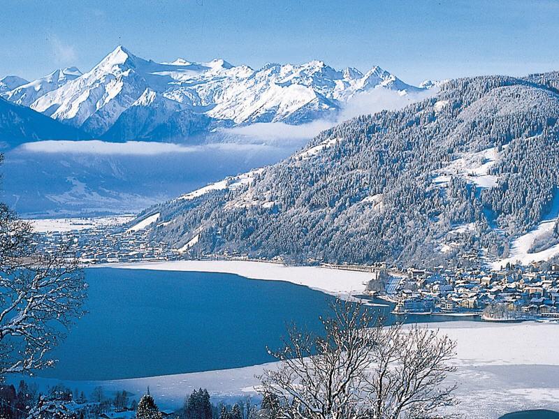 Zell am See - Ski, Shop and Aprés.  - cover