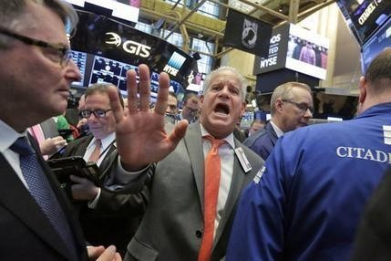 US stock indexes step back while overseas markets rally