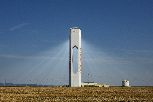 Spain's Abengoa hires Lazard in bid to strengthen its capital structure