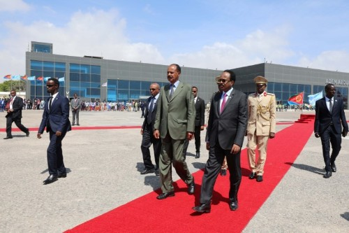 Eritrean leader pays first visit to Somalia, seeking closer ties