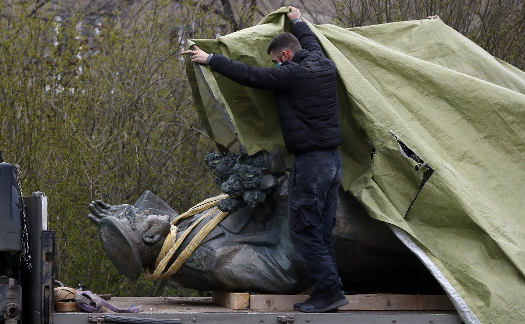Russia aims to prosecute destruction of war monuments abroad