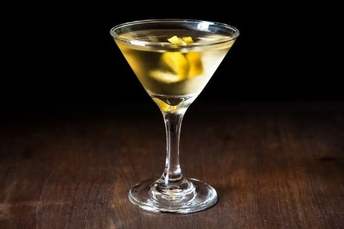 10 Classic Cocktails Everyone Should Know How To Make