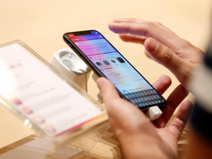 ¿Cuánto cuesta hacer un iPhone X? 📲 Los componentes del nuevo iPhone X de Apple cuestan 115 dólares más que los del iPhone 8 debido a su costosa nueva pantalla y su escáner de reconocimiento facial, según un análisis de IHS Markit Inc. Reparar la pantalla del iPhone X le costaría cerca de 275 dólares)