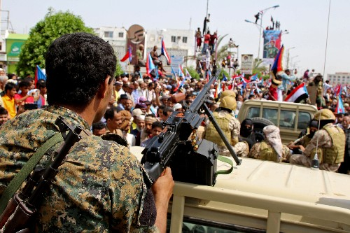 Yemeni separatists quit some Aden posts; Houthis attack Saudi oil plant