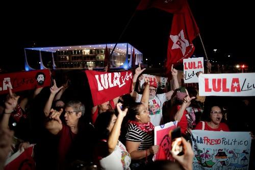 Defesa pedirá liberdade imediata de Lula na 6ª, com base em decisão do STF