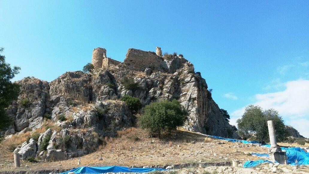 Yıkıntıları Günümüze Kalmış olan Bu Kale ise Kastabala Antik Kentinde.