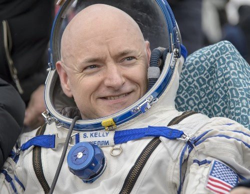 Astronaut Scott Kelly Returns to Earth: Pictures